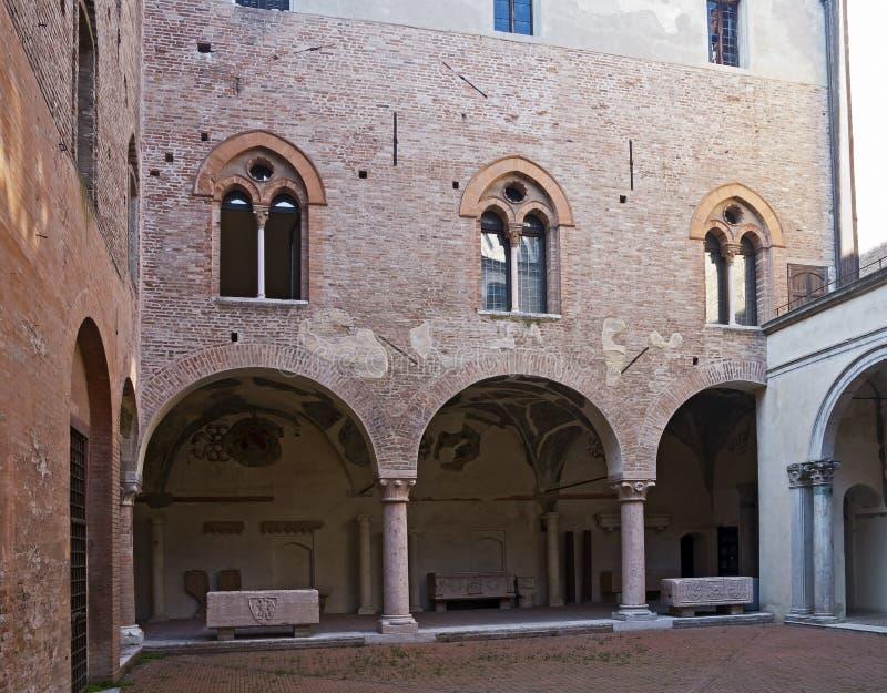 Binnenplaats van Hertogelijk Paleis in Mantova stock foto