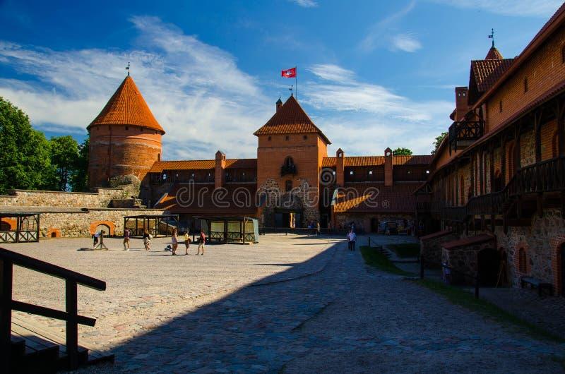 Binnenplaats van middeleeuws gotisch Trakai-Eilandkasteel, Litouwen royalty-vrije stock foto