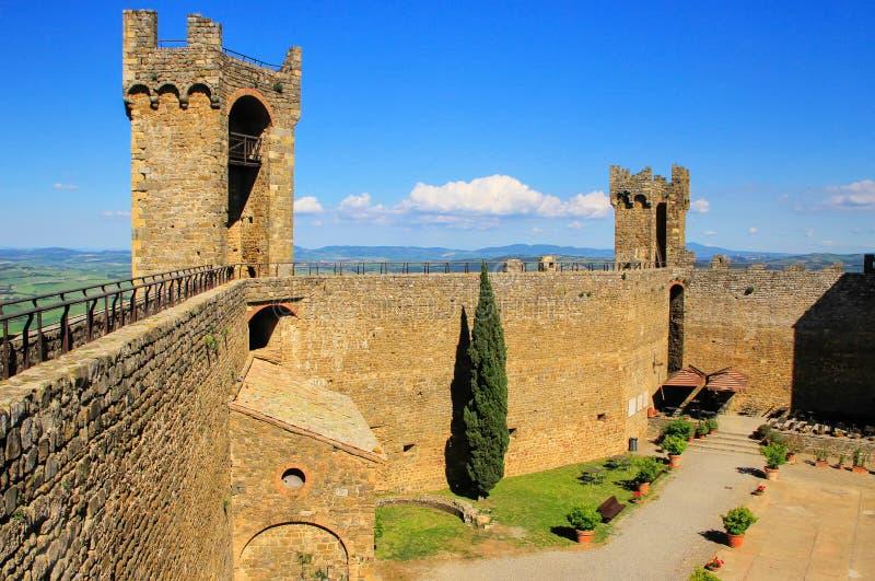 Binnenplaats van Montalcino-Vesting in Val D ` Orcia, Toscanië, Italië stock fotografie