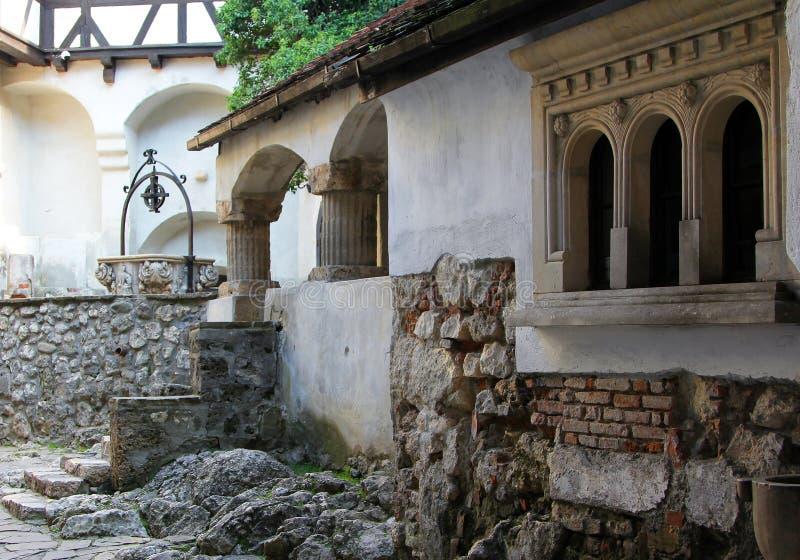 Binnenplaats van Zemelenkasteel, Roemenië royalty-vrije stock afbeeldingen