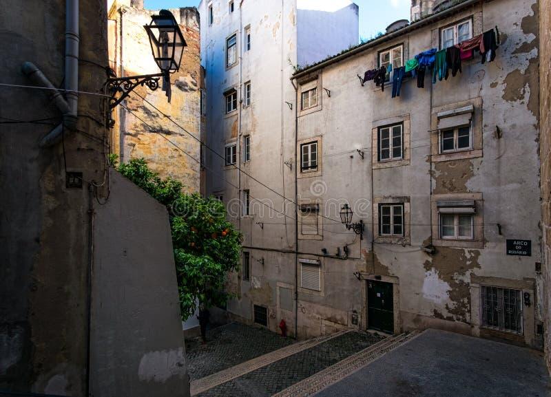 Binnenplaatsen van Lissabon portugal stock afbeeldingen