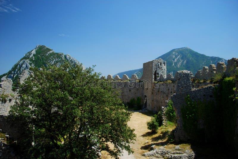 Binnenpuilaurens-Kasteel in het zuiden van Frankrijk stock foto's