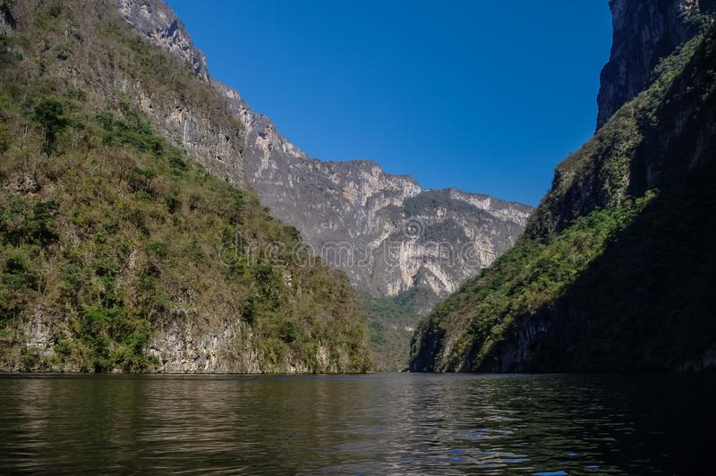 Binnensumidero-Canion dichtbij Tuxtla Gutierrez in Chiapas stock foto's
