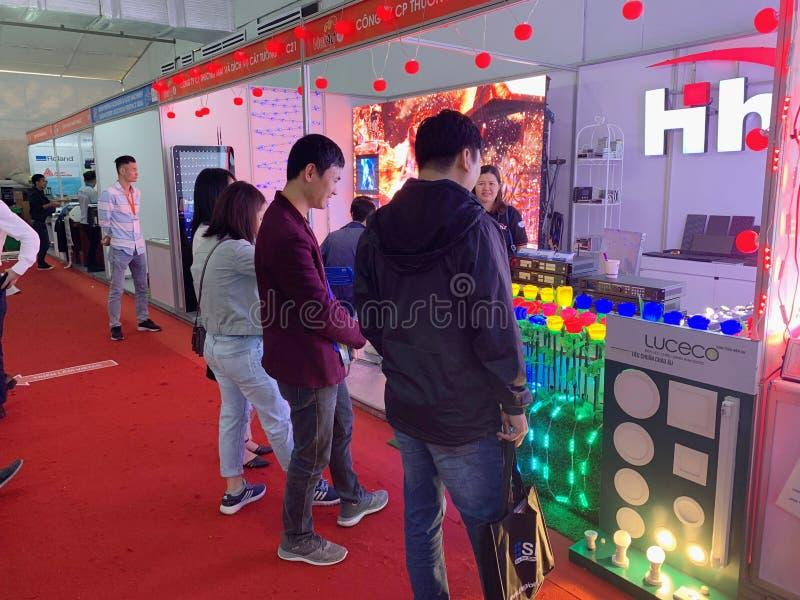 Binnententoonstelling van printers en drukmaterialen - Hanoi, Vietnam 21 Maart, 2018 stock foto
