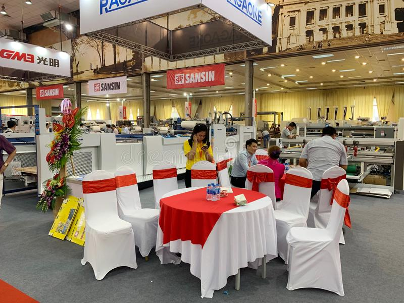 Binnententoonstelling van printers en drukmaterialen - Hanoi, Vietnam 21 Maart, 2018 royalty-vrije stock afbeelding
