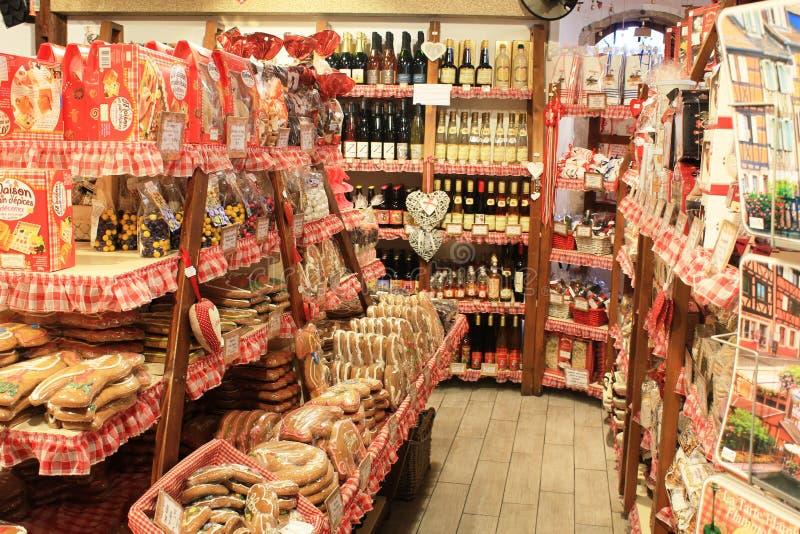 Binnenwinkel met traditionele producten van de Elzas, Frankrijk stock fotografie