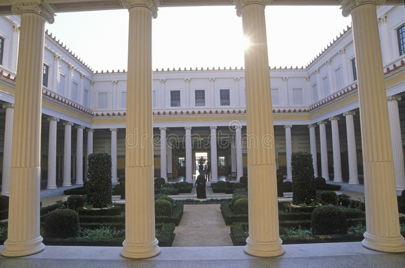 Binnenzuilengalerijtuin van J Paul Getty Museum, Malibu, Los Angeles, Californië royalty-vrije stock afbeelding