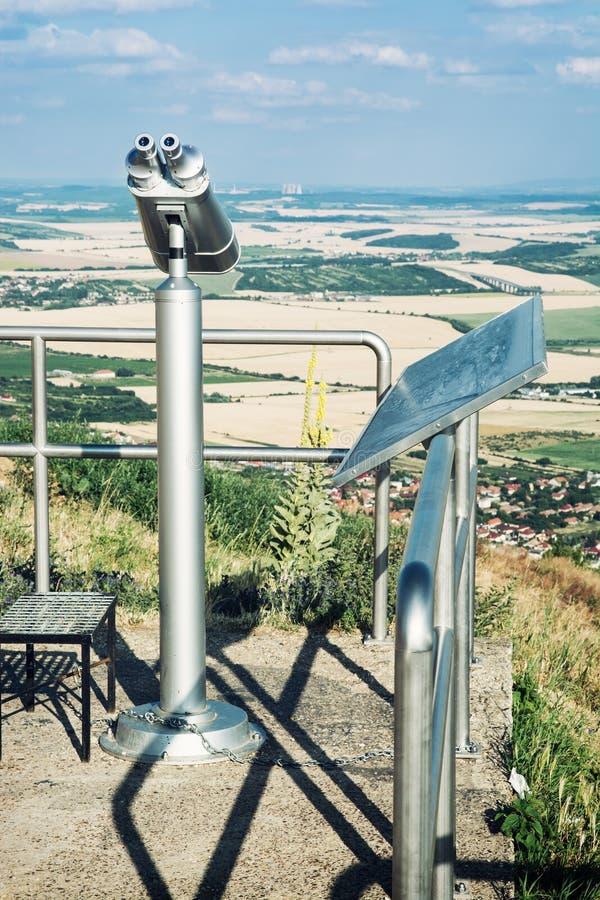 Download Binocolo Facente Un Giro Turistico Fotografia Stock - Immagine di osservare, apparecchiatura: 56878016