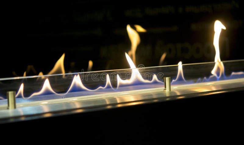 Bio chimenea moderna del fireplot en el gas del etanol fotos de archivo libres de regalías