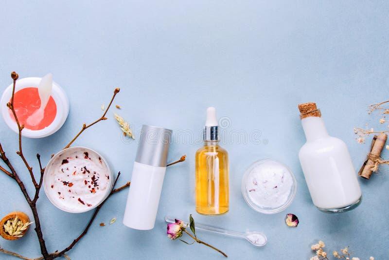 Bio cosméticos orgánicos con los ingredientes herbarios Extracto natural de ámbar, oro Engrasa el suero handmade imágenes de archivo libres de regalías