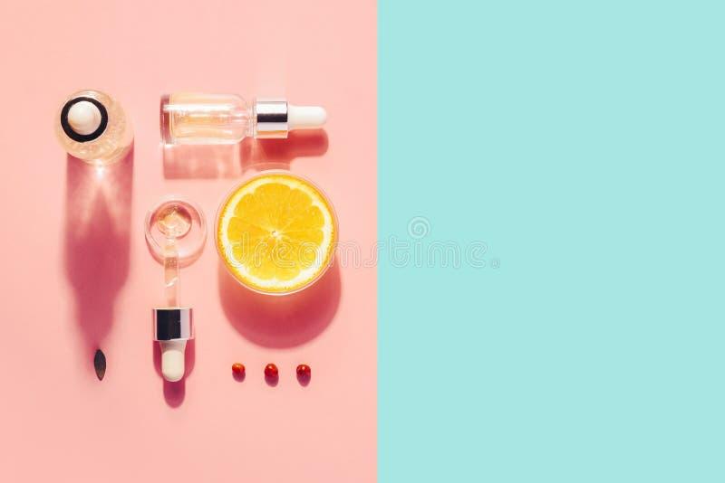 Bio- cosmetici organici con vitamina C Oli omeopatici, supplementi minimalism fotografia stock