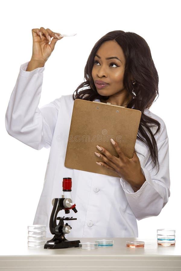 Bio- ingegnere femminile o studente di medicina immagine stock