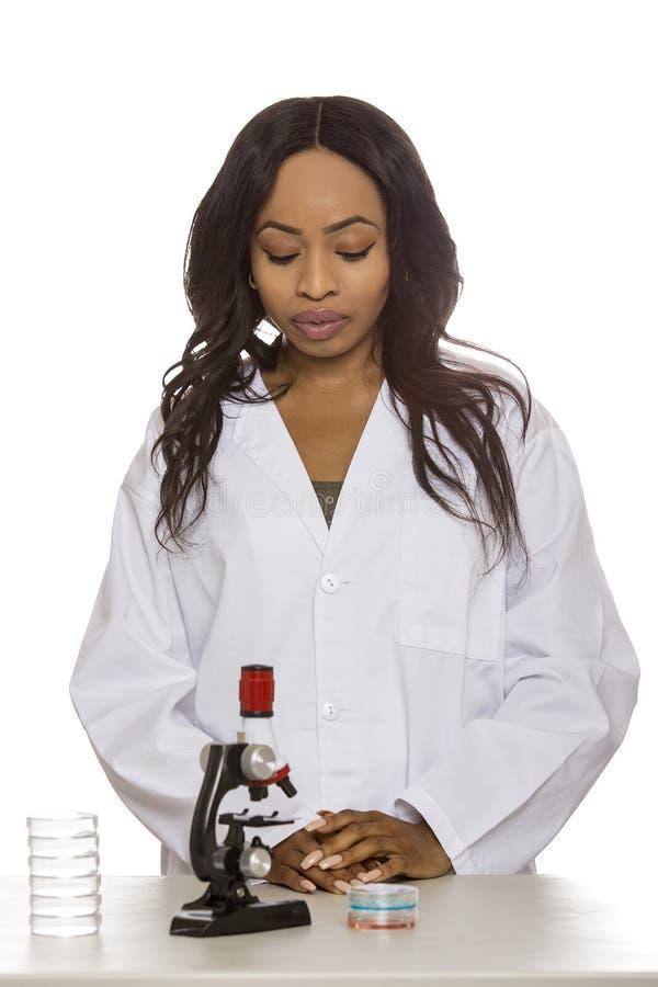 Bio- ingegnere femminile o studente di medicina fotografia stock libera da diritti