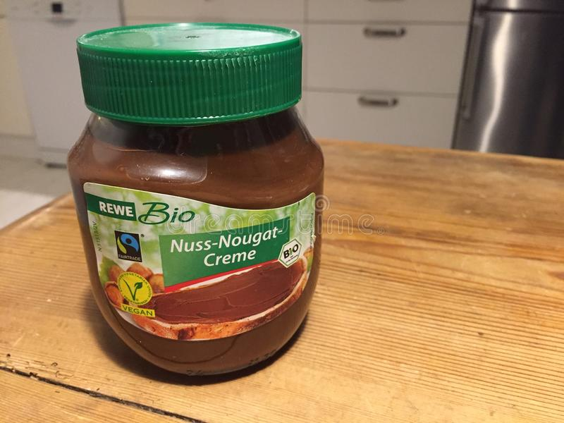 Bio- Nuss crema del nougat di REWE fotografie stock