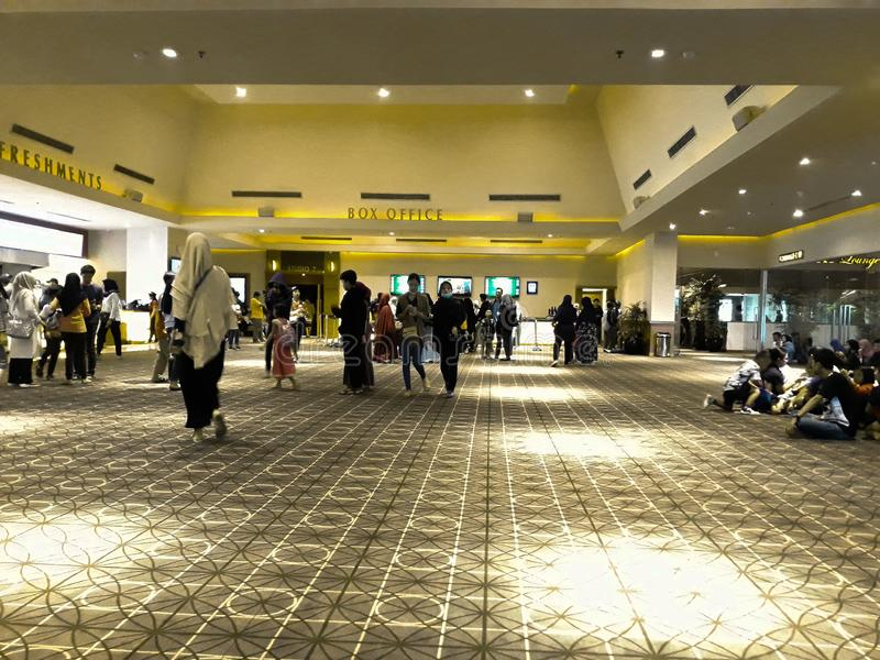 Bio XXI inom en shoppinggalleria XXI ?r bior den st?rsta biokedjan i Indonesien arkivbilder