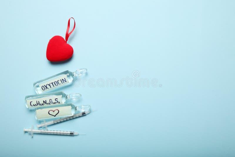 Biochemia krwiono?ni hormony, mi?o?? i oxytocin, Odbitkowa przestrze? dla teksta zdjęcia stock