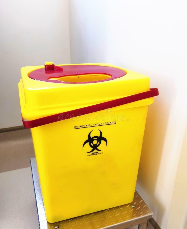 Biohazardous锋利的容器 免版税库存图片