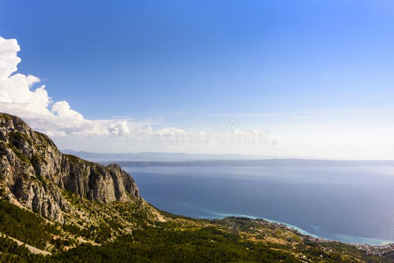Biokovo自然公园和达尔马希亚海岸-徒步旅行者,马卡尔斯卡克罗地亚的克罗地亚的最普遍的目的地 免版税库存照片