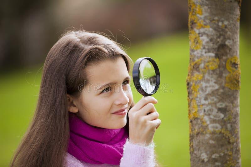 Biología studing del niño imagen de archivo