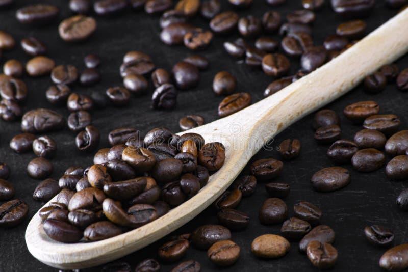 Biologiczne palone dzwonki do kawy dla prawdziwego włoskiego smacznego energicznego napoju do kawy zdjęcie royalty free
