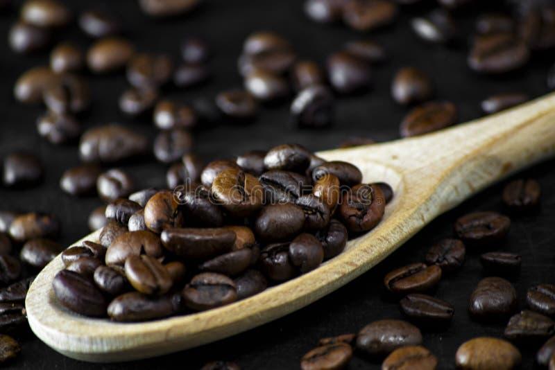 Biologiczne palone dzwonki do kawy dla prawdziwego włoskiego smacznego energicznego napoju do kawy zdjęcie stock