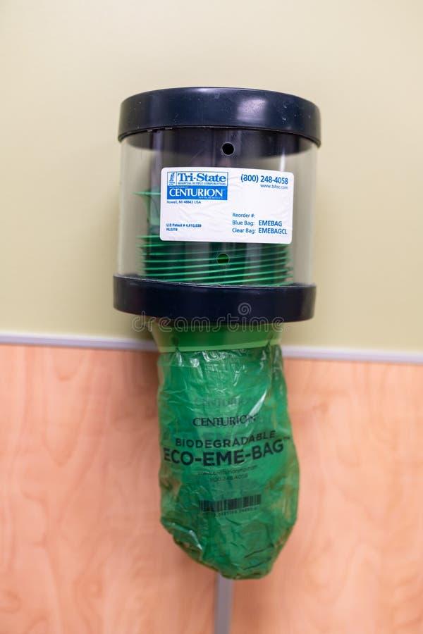 Biologisch afbreekbaar braak zak in het OHSU-ziekenhuis stock foto
