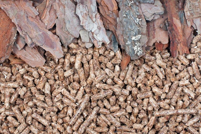 Biomasa y pelotillas del pino imagenes de archivo