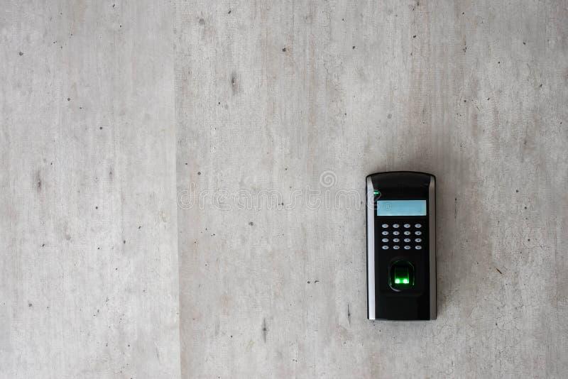 Biometrisch aftasten van een vinger royalty-vrije stock afbeelding