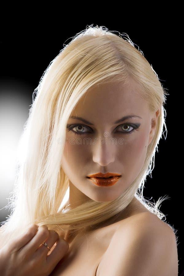 Biondo con gli occhi azzurri fotografia stock libera da diritti