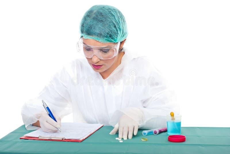 biorą kobiety laboranckie notatki zdjęcie stock