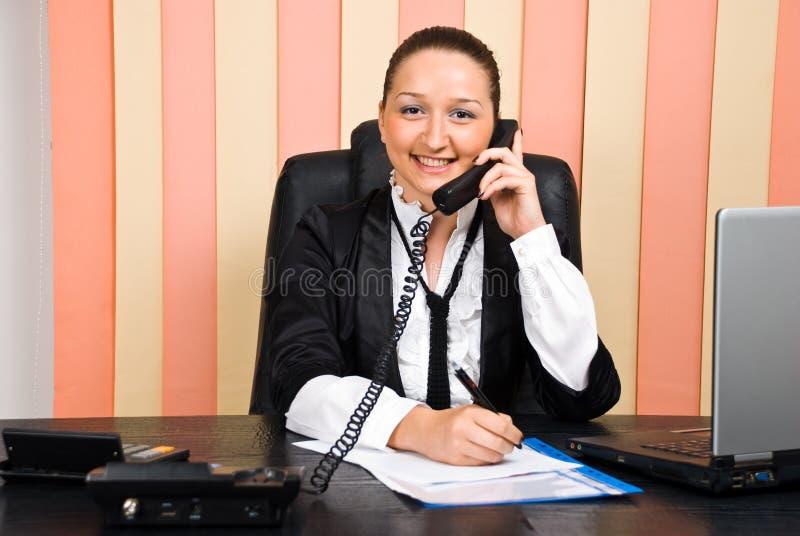 Download Biorą Telefonicznej Kobiety Biznesowe Notatki Obraz Stock - Obraz: 14929457