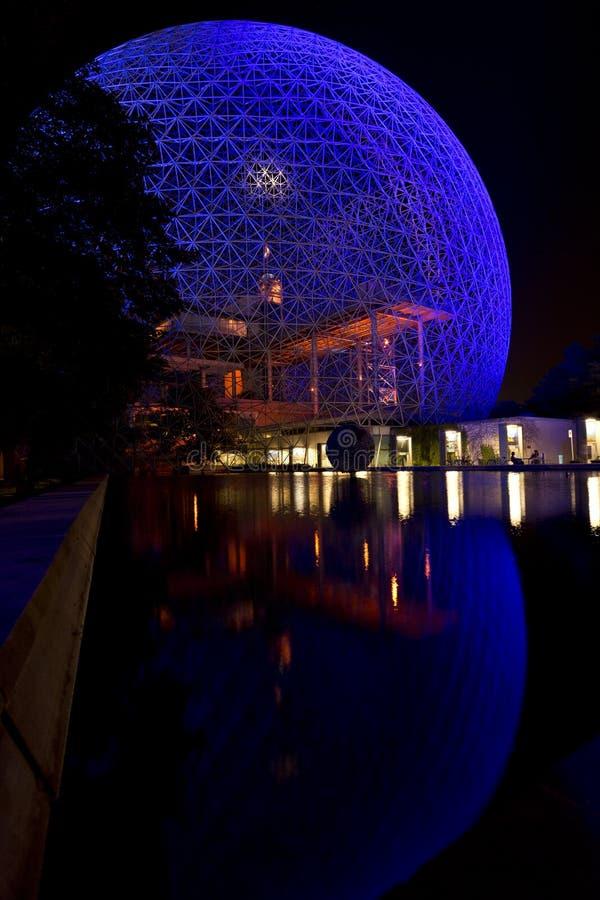 Biosfera de Montreal na noite fotos de stock royalty free