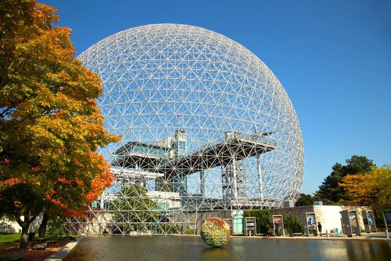 Biosphäre in Montreal während der Herbstsaison lizenzfreies stockfoto
