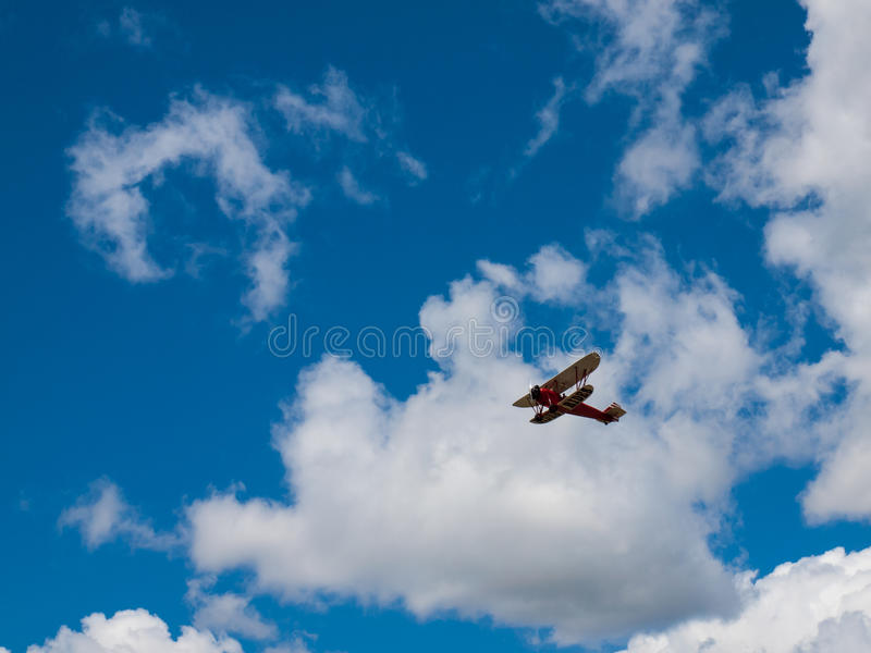 Biplan w locie fotografia royalty free