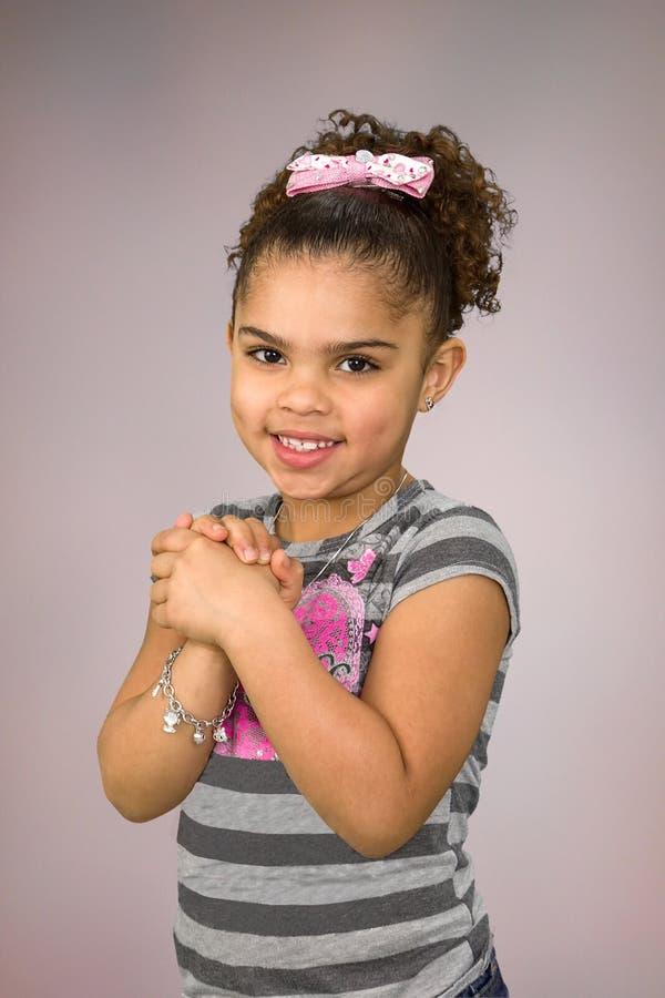 Biracial kleines Mädchen stockfoto
