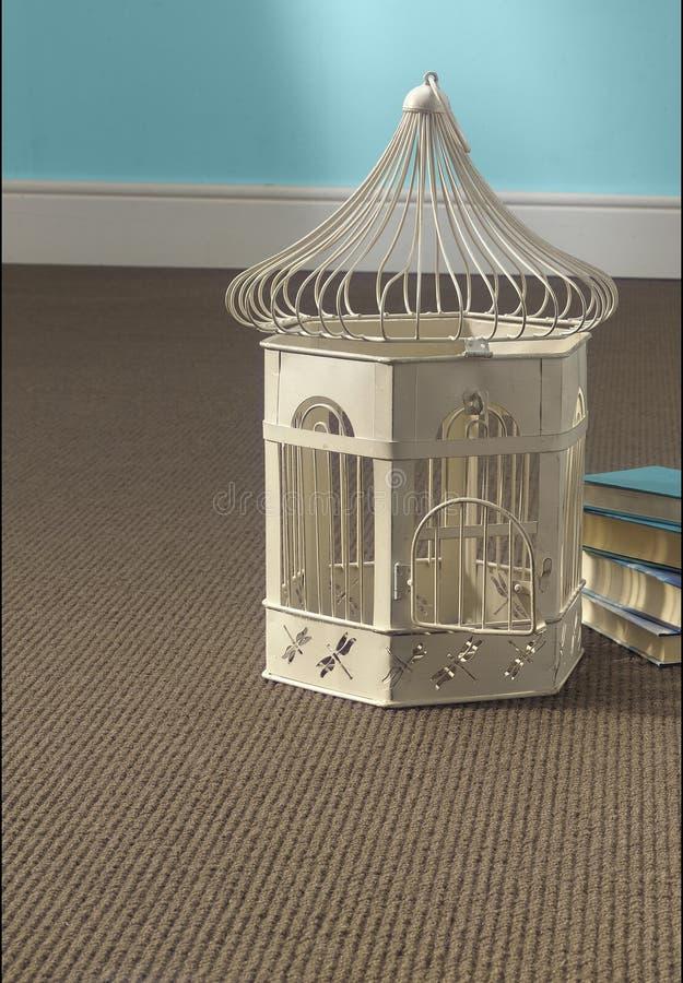 Birdcage na dywanie obraz stock