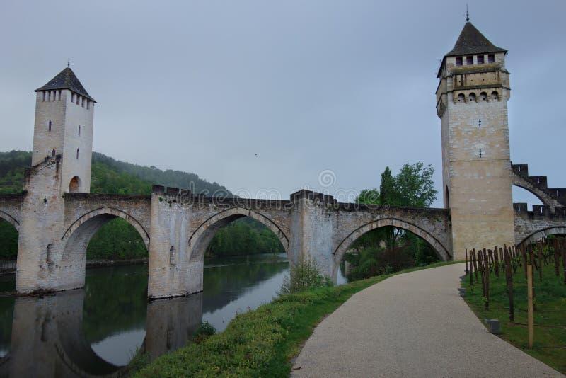 Birdge Pont Valentre в Cahors на сумраке стоковое изображение rf