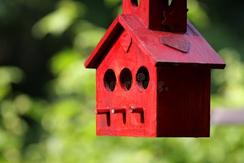 birdhouse κόκκινο στοκ φωτογραφίες