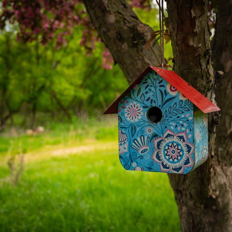 Birdhouse met een beetje Whimsy royalty-vrije stock foto