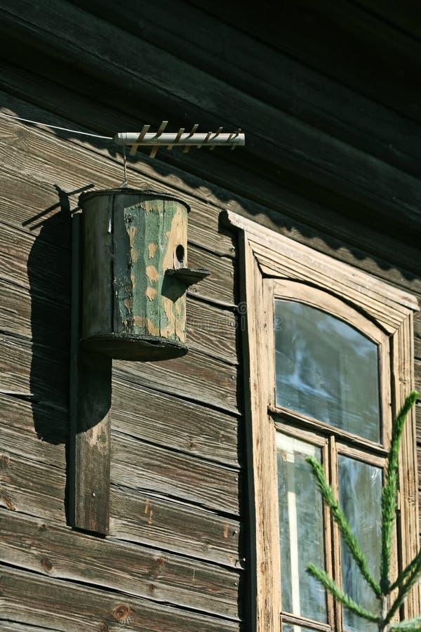 Download Birdhouse vecchio fotografia stock. Immagine di domestico - 7314122