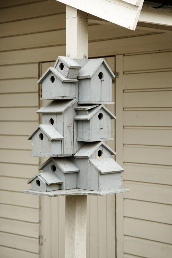 Birdhouses штабелируют в одном стоковые фотографии rf
