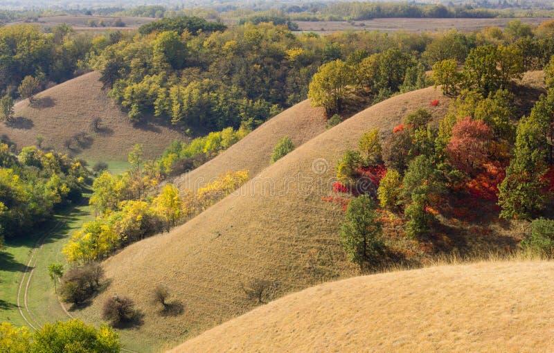 Birdseye-Ansicht von bunten Hügeln stockbilder