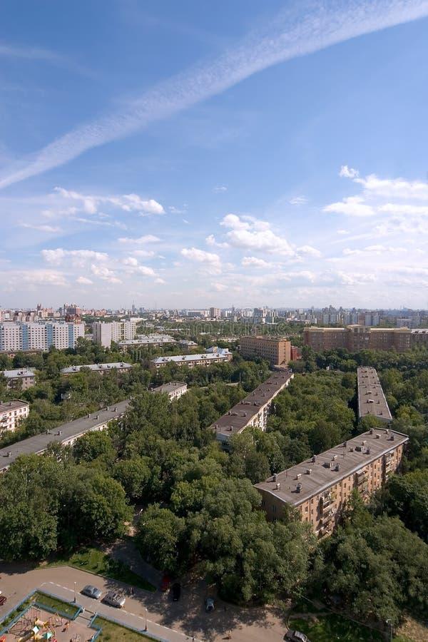 Birdseye beskådar den moderna staden. Sommar