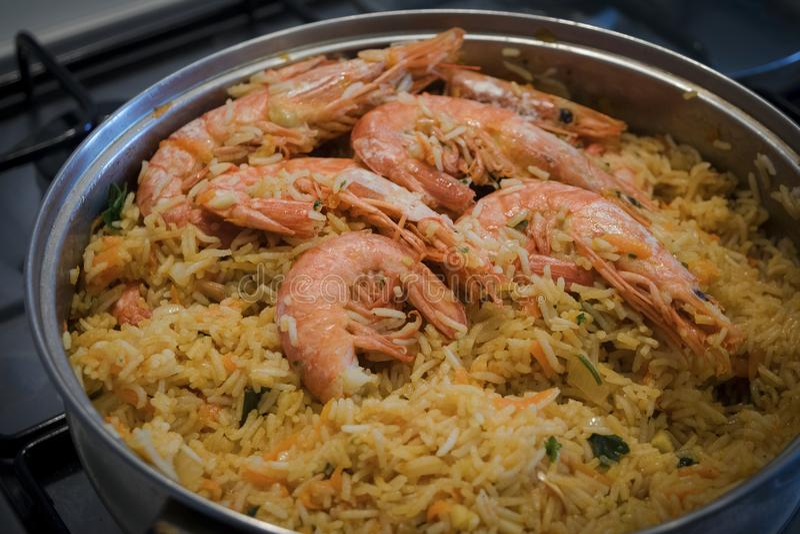 Biriani indiano do camarão Arroz com camarões e especiarias foto de stock royalty free
