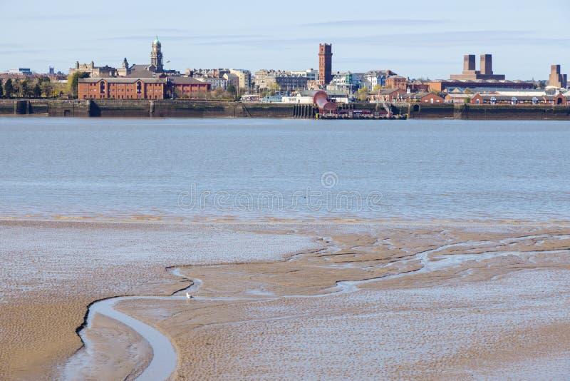 Birkenhead gesehen von Liverpool stockbild