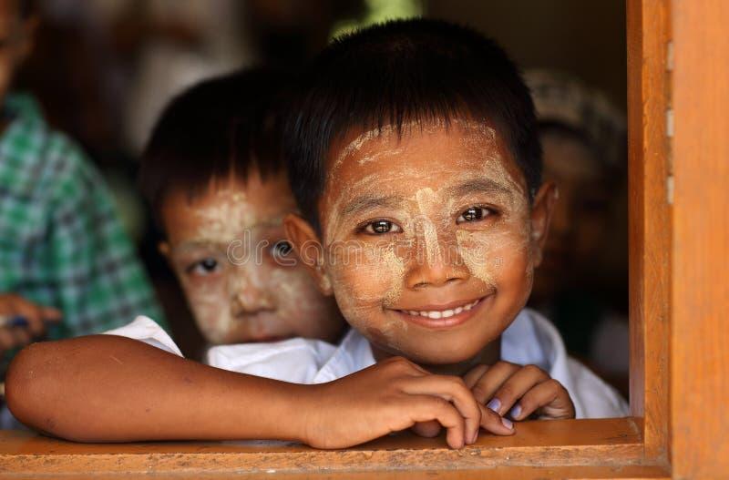 Birmańscy ucznie przy szkołą zdjęcie royalty free
