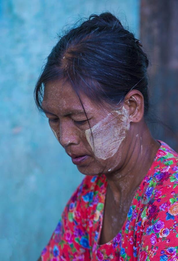 Birmańska dziewczyna z thanaka zdjęcia royalty free