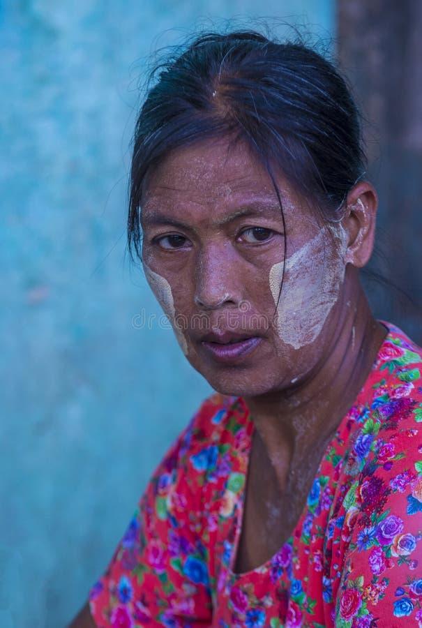 Birmańska dziewczyna z thanaka obraz royalty free