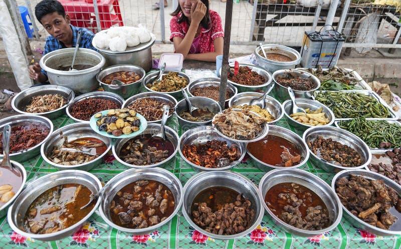 Birmański curry'ego bufet przy Yangon Myanmar rynkiem obrazy stock