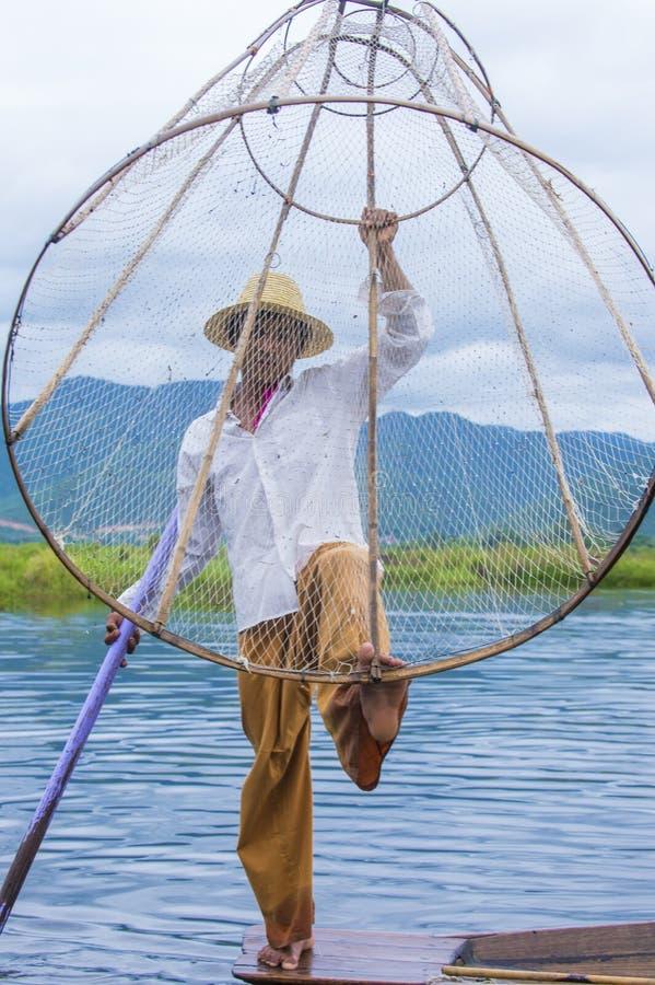 Birmański rybak przy inle jeziorem zdjęcie stock